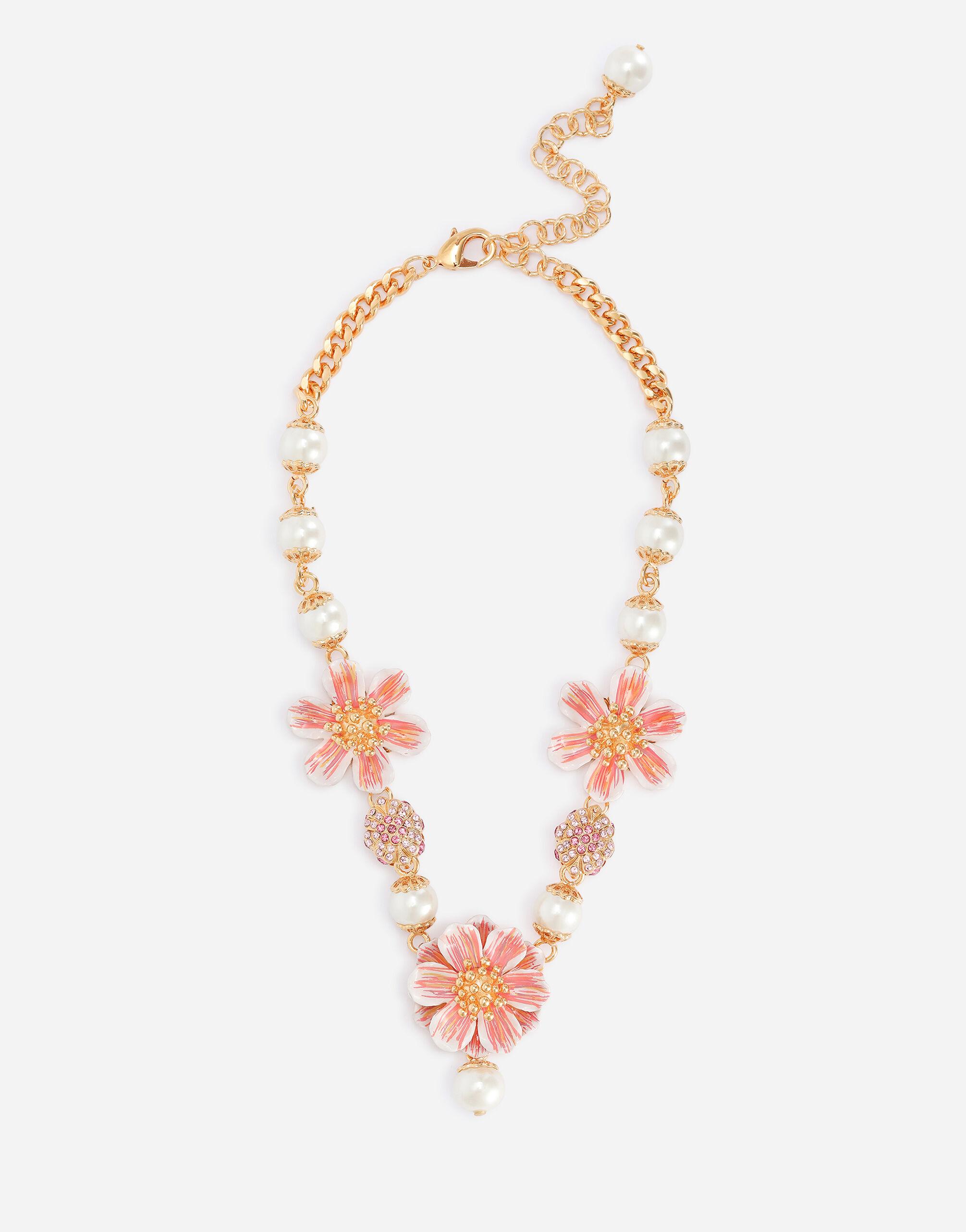Collana con fiore pendente e perle in resina